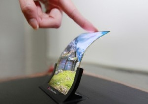 LG-introduces-worlds-first-flexible-OLED-panel-for-smartphones